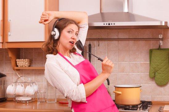 фото домохозяйки на кухне